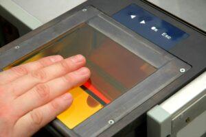 Туристы в Японии будут расплачиваться отпечатками пальцев