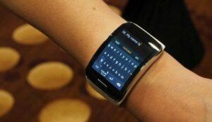 Samsung создаст «умные» часы с проектором